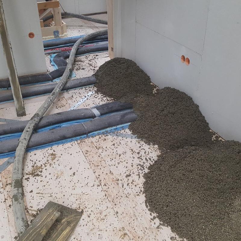 Einfache und schnelle EPS-Flüssigisolierung von erdberührten Bodenplatten