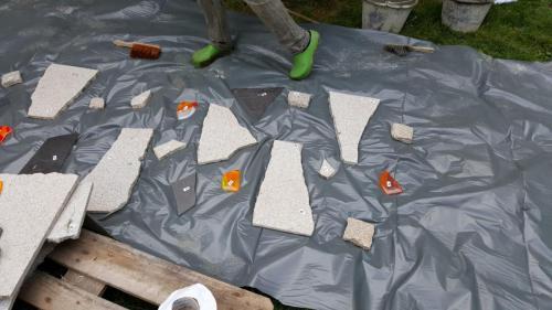 Granit und farbige Glassteine