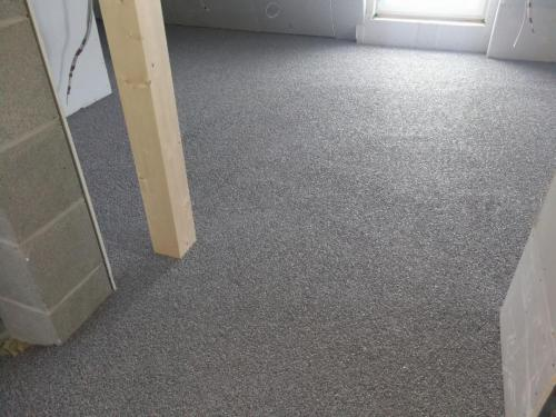 Perfekte Kombination aus Wärme- und Trittschalldämmung sowie integrierter Fußbodenheizung